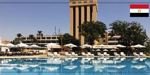 حمام سباحة في فندق باسوان